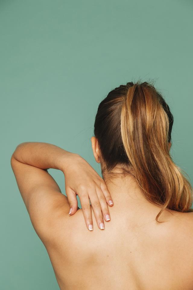 Tensione al collo, dolore cervicale, lo Yoga in aiuto