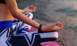 Yoga al mare. Sequenze per il mattino
